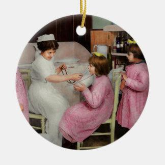 Infirmière - jeu de l'infirmière 1918 ornement rond en céramique