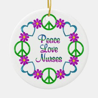 Infirmières d'amour de paix ornement rond en céramique
