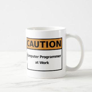 Informaticien au travail mug