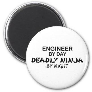 Ingénieur Ninja mortel par nuit Magnet Rond 8 Cm