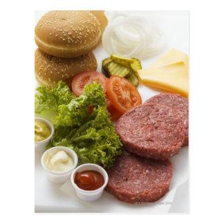 Ingrédients pour des cheeseburgers carte postale