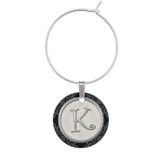 Initiale argentée élégante K de monogramme Marque-verre