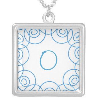 """Initiale de """"O"""" dans le rouleau bleu sur le blanc, Bijouterie Personnalisée"""