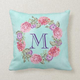 Initiale florale rose de monogramme de guirlande coussin décoratif