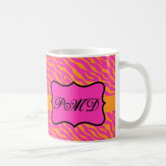 Initiale rose et orange de monogramme de peau de mug