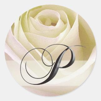 Initiale rose nuptiale blanche P d'autocollant de Sticker Rond