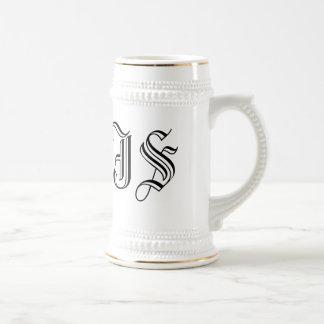 Initiales blanches faites sur commande de chope à bière