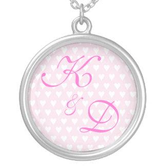 Initiales de monogramme pour le fiançailles ou le  pendentif rond