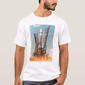 Installation de vaisseau spatial de Soyuz à T-shirt