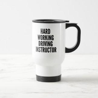 Instructeur travaillant dur d'entraînement mug de voyage