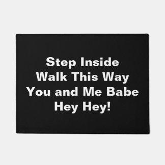 Intérieur d'étape - tapis de porte