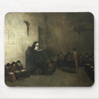 Intérieur d'une école pour les filles perdues ses  tapis de souris