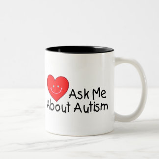 Interrogez-moi au sujet de l'autisme (le coeur) mug bicolore