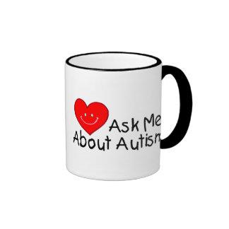 Interrogez-moi au sujet de l'autisme (le coeur) mug ringer