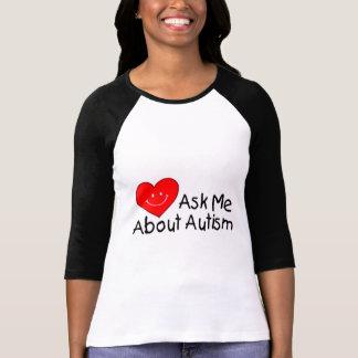 Interrogez-moi au sujet de l'autisme (le coeur) t-shirt
