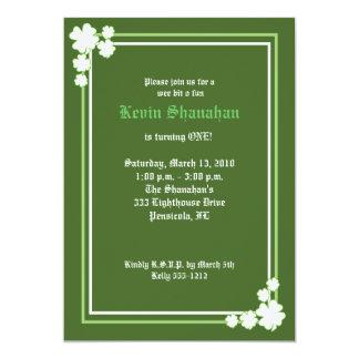 Invitation 5x7 d'anniversaire de shamrock du jour