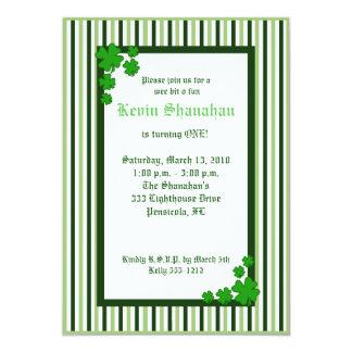Invitation 5x7 d'anniversaire de shamrock du jour carton d'invitation  12,7 cm x 17,78 cm