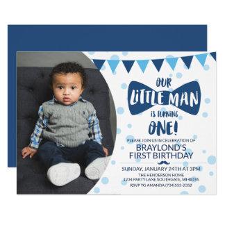 Invitation bleue de photo de cravate d'arc de