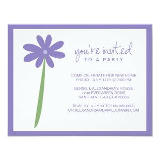 Invitation chérie de partie de fleur (pourpre) carton d'invitation 10,79 cm x 13,97 cm