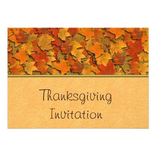 Invitation de dîner de thanksgiving avec le feuill