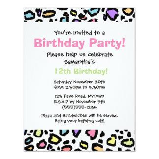 Invitation de fête d'anniversaire d'empreinte de