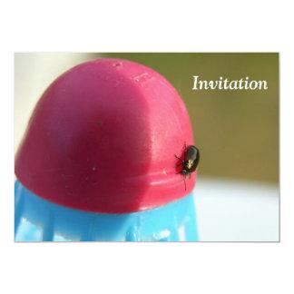 Invitation de mouche de partie de badminton