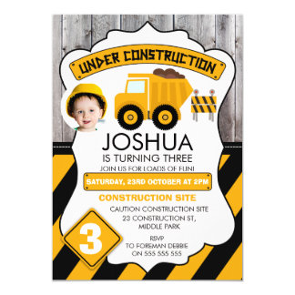 Invitation en construction mignonne d'anniversaire