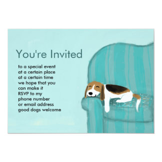 Invitation heureuse de coutume de chien de divan