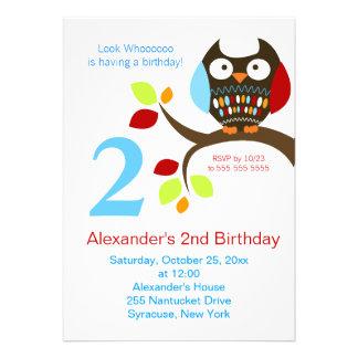 Invitation mignonne d'anniversaire de hibou de Bro