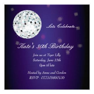 Invitation pourpre de fête d anniversaire de boule