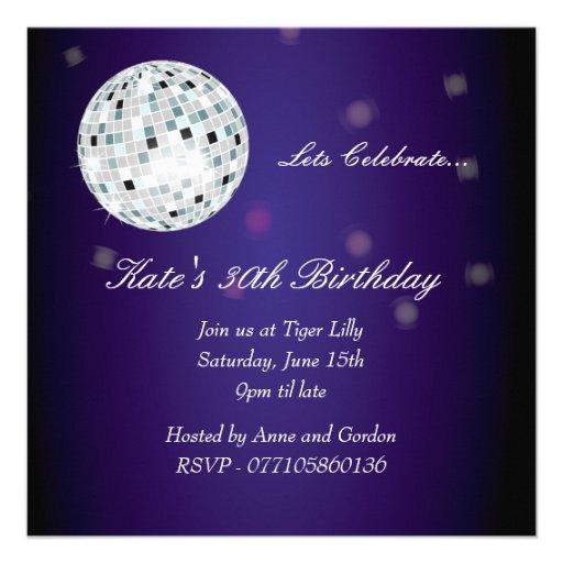 Invitation pourpre de fête d'anniversaire de boule