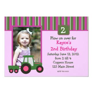Invitation rose et vert d'anniversaire de tracteur
