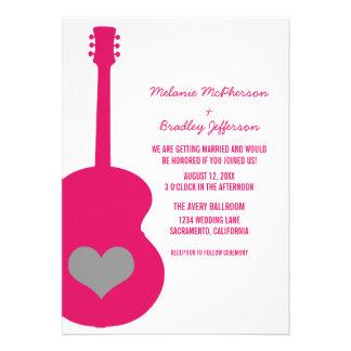 Invitation rose gris de mariage de coeur de guitar