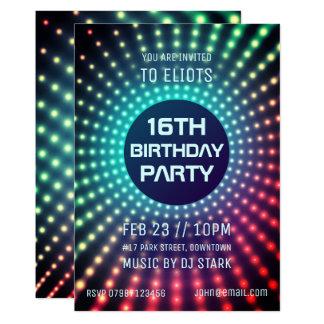 Invitation rougeoyante de fête d'anniversaire