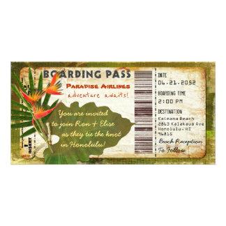Invitation tropicale de carte d'embarquement de