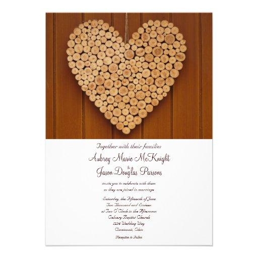 Invitations en bois de mariage de coeur de pays ru