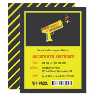 Invitations jaunes de fête d'anniversaire d'arme à