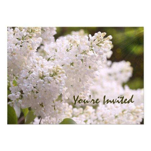 Invitations personnalisables de lilas blancs