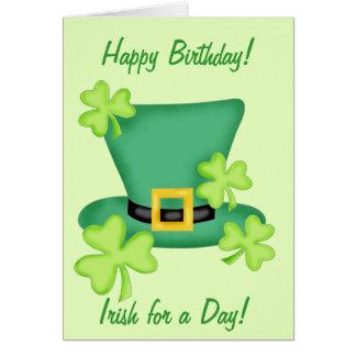 Irlandais pour un shamrock de joyeux anniversaire carte de vœux