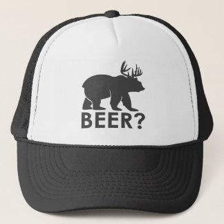 itinéraire noir et blanc d'ours de bière de casquette