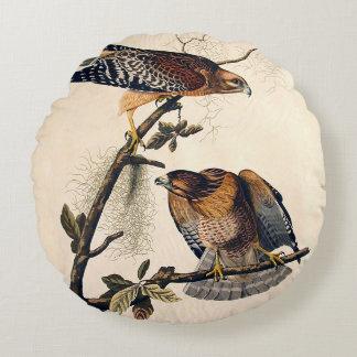 J.J. Audubon (faucon épaulé rouge) (1829) Coussin Rond