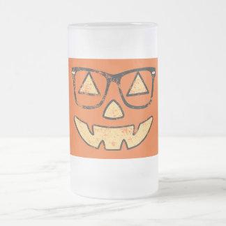 Jack-o'-lantern vintage avec la tasse givrée par v