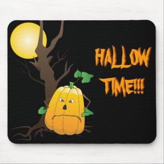 Jack o'lantern avec l'arbre sec et une lune tapis de souris