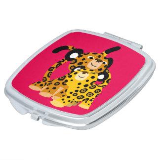 Jaguars mignons de bande dessinée dans le miroir miroirs de poche