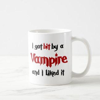 J'ai obtenu le peu par un vampire mug blanc
