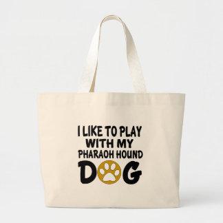 J'aime jouer avec mon chien de chasse de pharaon grand sac