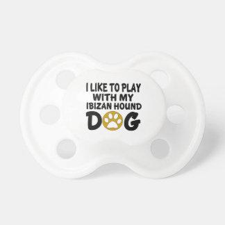 J'aime jouer avec mon chien de chasse d'Ibizan Tétines