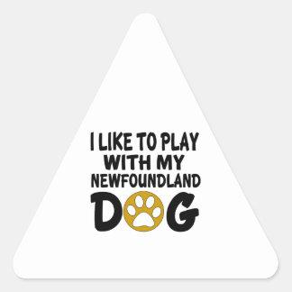 J'aime jouer avec mon chien de Terre-Neuve Sticker Triangulaire