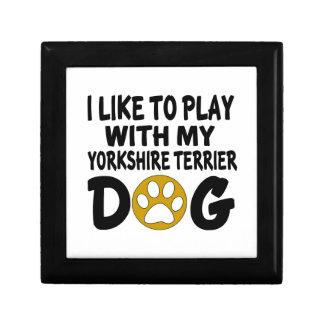 J'aime jouer avec mon chien de Yorkshire Terrier Petite Boîte À Bijoux Carrée