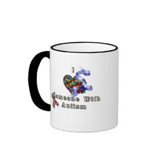 J'aime quelqu'un avec l'autisme mug ringer